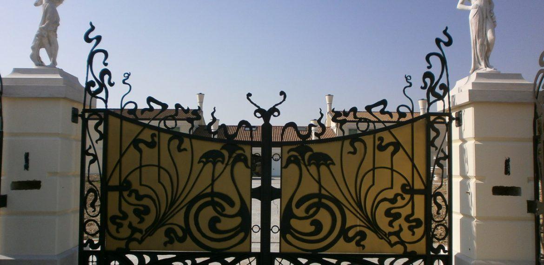 officina-fabbrile-cancello-lamierato